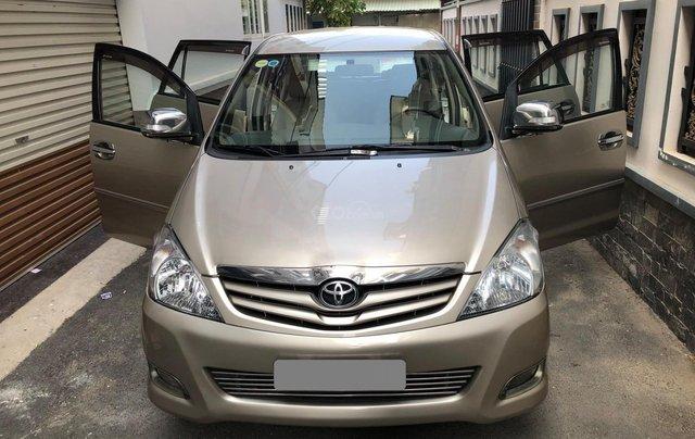 Cần bán Toyota Innova G SR 2011, số sàn, màu vàng cát10