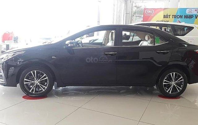 Cần bán Toyota Corolla altis 1.8G AT sản xuất 2019, màu đen0