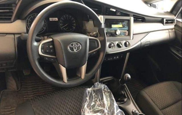 Cần bán Toyota Innova năm 2019, màu bạc, giá chỉ 731 triệu3