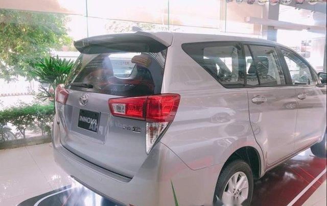 Cần bán xe Toyota Innova năm sản xuất 2019, màu bạc, 726tr2