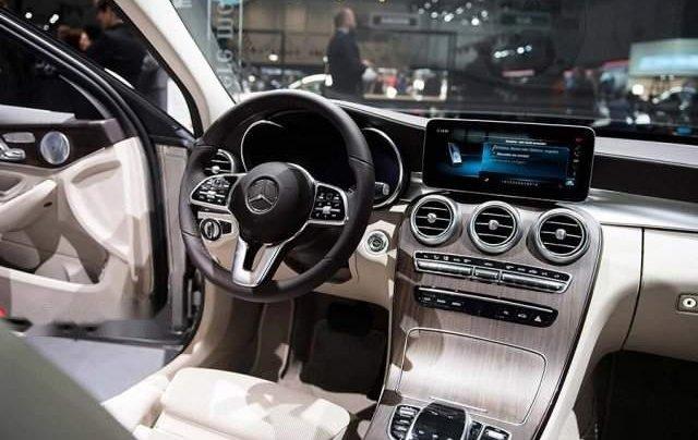 Bán Mercedes C200 năm 2019, màu trắng, xe nhập3