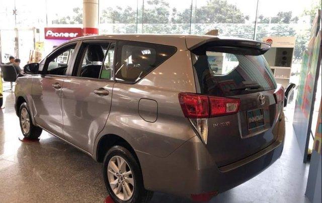 Cần bán Toyota Innova năm 2019, màu bạc, giá chỉ 731 triệu1