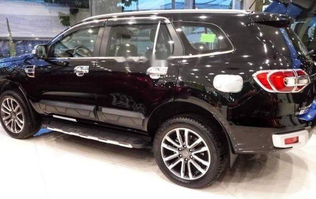 Cần bán xe Ford Everest năm 2019, màu đen, nhập khẩu nguyên chiếc2
