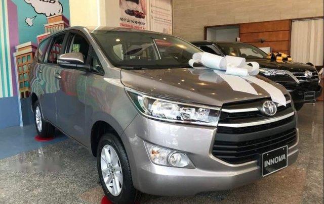 Cần bán Toyota Innova năm 2019, màu bạc, giá chỉ 731 triệu0
