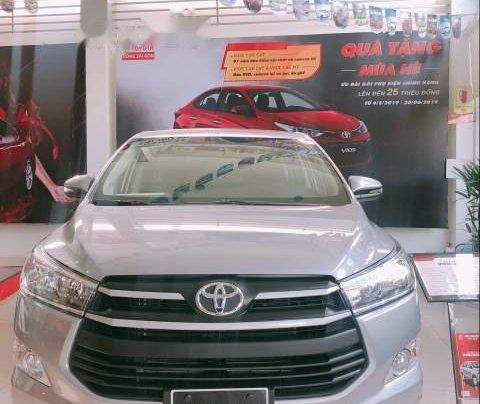 Cần bán xe Toyota Innova năm sản xuất 2019, màu bạc, 726tr0