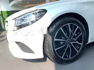 Bán Mercedes C200 năm 2019, màu trắng, xe nhập1