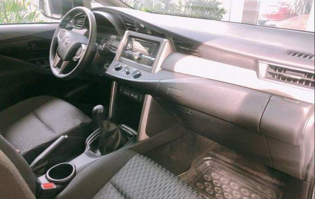 Cần bán xe Toyota Innova năm sản xuất 2019, màu bạc, 726tr4
