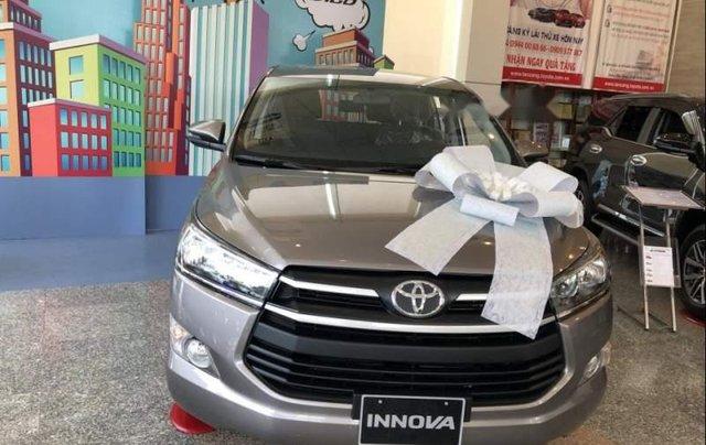 Cần bán Toyota Innova năm 2019, màu bạc, giá chỉ 731 triệu5