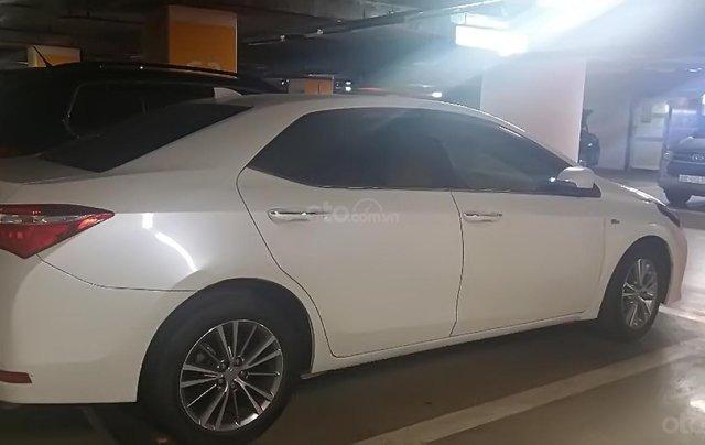 Cần bán lại xe Toyota Corolla altis 1.8G AT đời 2017, màu trắng 0