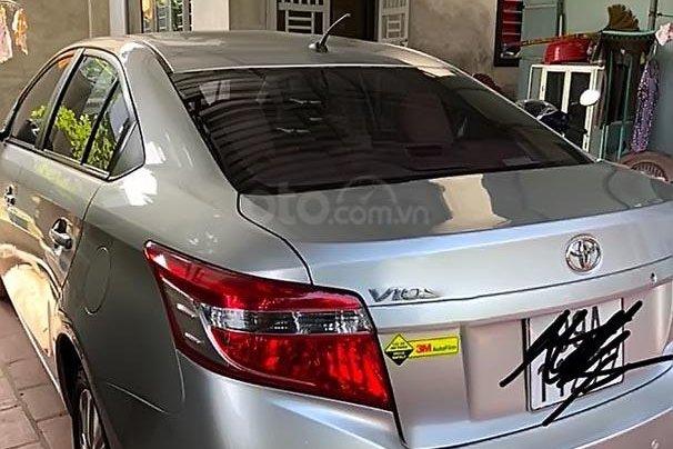 Cần bán Toyota Vios năm 2015, màu bạc 0