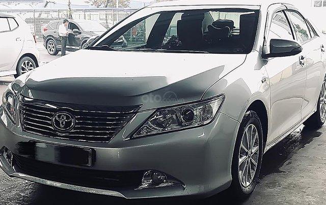 Gia đình bán Toyota Camry đời 2013, màu bạc, 715tr0