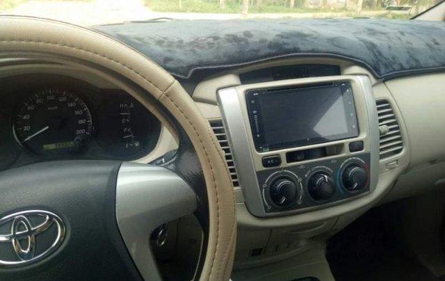 Cần bán lại xe Toyota Innova G 2.0 đời 2014, màu bạc số sàn, giá 465tr2