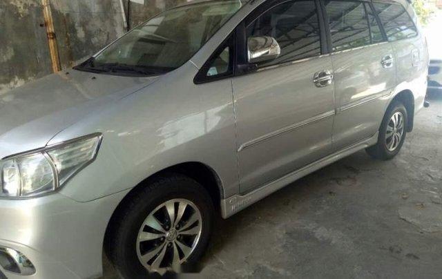 Cần bán lại xe Toyota Innova G 2.0 đời 2014, màu bạc số sàn, giá 465tr0
