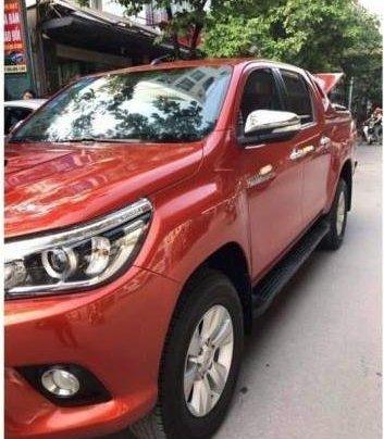 Bán Toyota Hilux đời 2017, màu đỏ còn mới