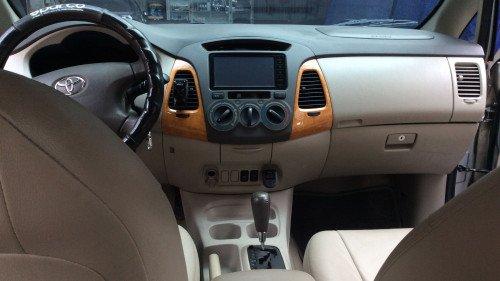 Xe Toyota Innova 2.0 AT năm sản xuất 2010, màu bạc3