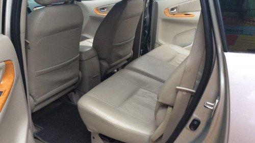 Xe Toyota Innova 2.0 AT năm sản xuất 2010, màu bạc0