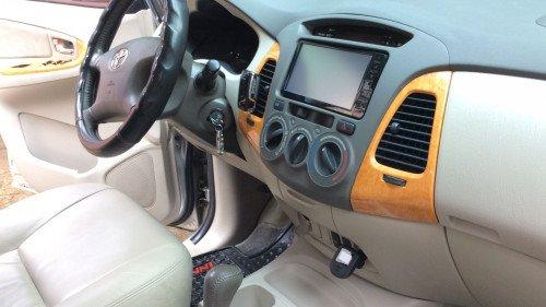Xe Toyota Innova 2.0 AT năm sản xuất 2010, màu bạc1