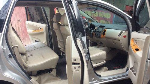Xe Toyota Innova 2.0 AT năm sản xuất 2010, màu bạc4