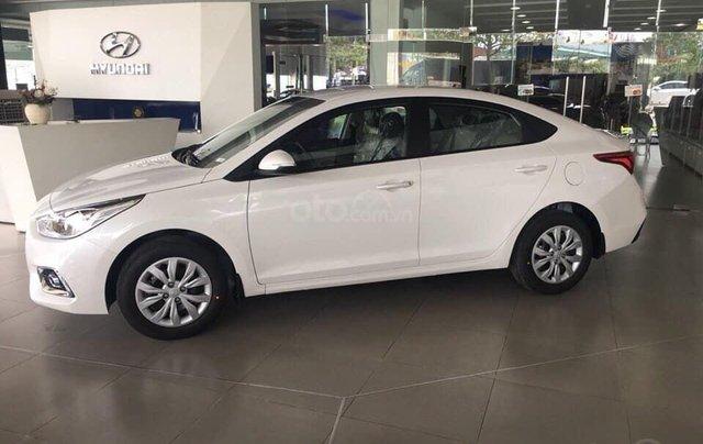 Tặng phụ kiện chính hãng - Giao xe tận nhà khi mua xe Hyundai Accent 1.4 MT Base năm 2019, màu trắng1