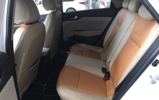 Bán Hyundai Accent 1.4AT màu trắng, số tự độn, g sản xuất 2018, bản tiêu chuẩn đi 16000km2