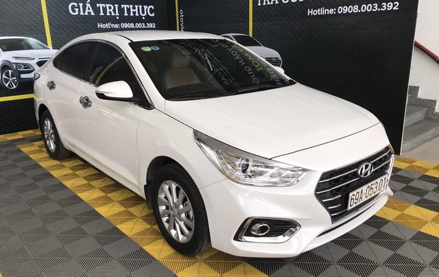 Bán Hyundai Accent 1.4AT màu trắng, số tự độn, g sản xuất 2018, bản tiêu chuẩn đi 16000km4