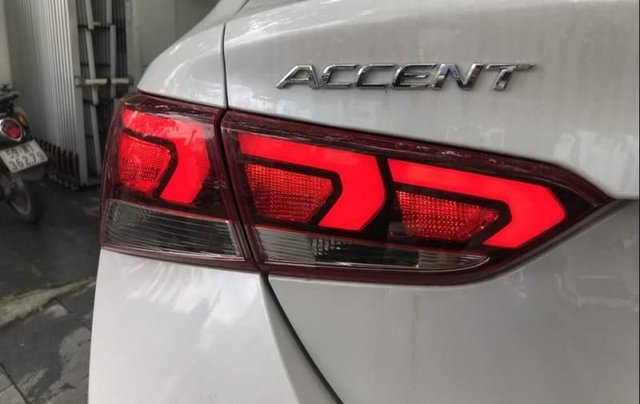 Bán xe Hyundai Accent sản xuất năm 2019, màu trắng2