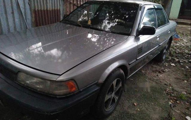 Bán chiếc xe Toyota Camry 1988, xe đẹp, đăng kiểm mới xét, máy móc êm ru, chạy đầm 140km/h1