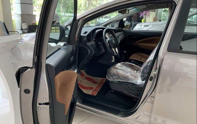 Bán Toyota Innova 2.0E MT năm 2019, xe mới 100%3