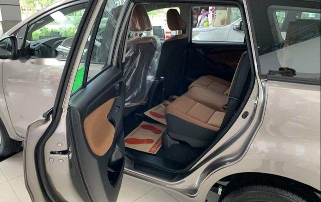Bán Toyota Innova 2.0E MT năm 2019, xe mới 100%4