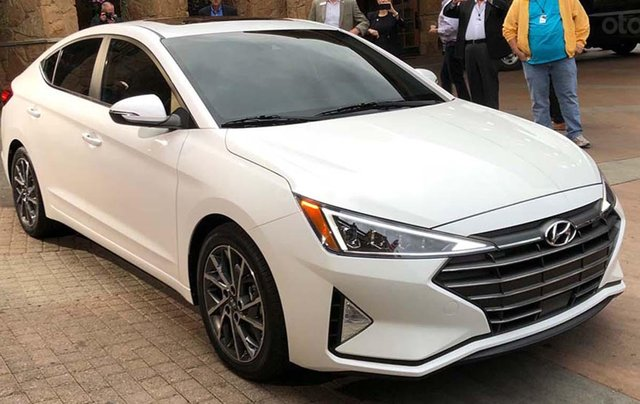 Bán xe Hyundai Elantra 2019, giá tốt LH: 0968.234.5560