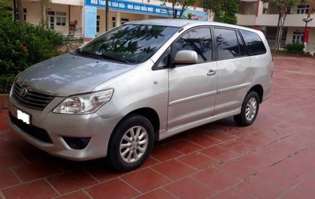 Cần bán gấp Toyota Innova E đời 2013, màu bạc còn mới, 470tr5