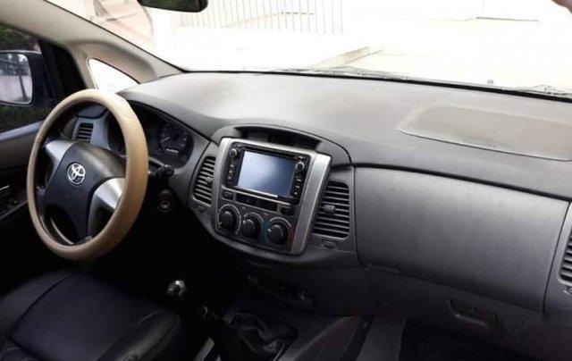 Cần bán gấp Toyota Innova E đời 2013, màu bạc còn mới, 470tr2