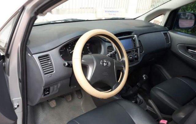 Cần bán gấp Toyota Innova E đời 2013, màu bạc còn mới, 470tr4