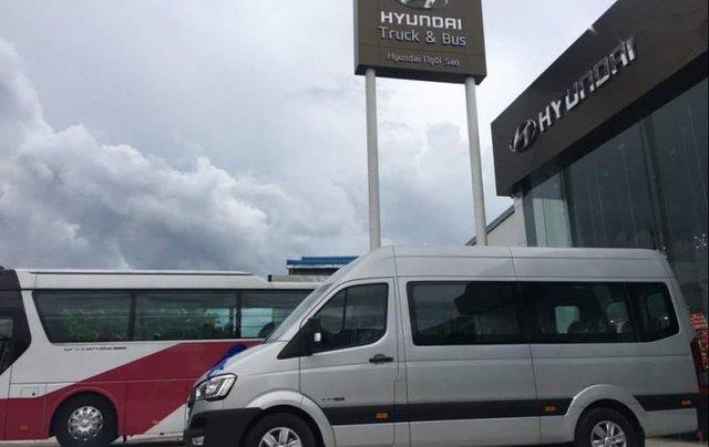 Bán Hyundai Solati 2019 bạc có sẵn giao ngay, kèm quà tặng2