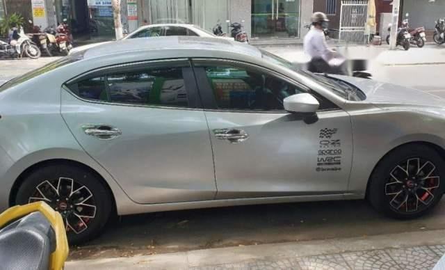 Cần bán Mazda 3 1.5AT năm sản xuất 2016, màu bạc, xe gia đình sử dụng, biển số Đà Nẵng0
