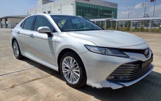 Bán Toyota Camry đời 2019, màu trắng, xe nhập1