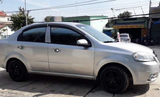 Cần bán xe Daewoo Gentra MT 2009, màu bạc, xe còn đẹp2