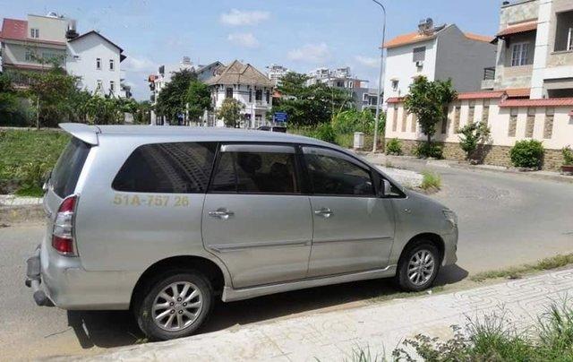 Cần bán xe Toyota Innova MT sản xuất 2013, giấy tờ đầy đủ, máy móc êm, hơi xước nhẹ0