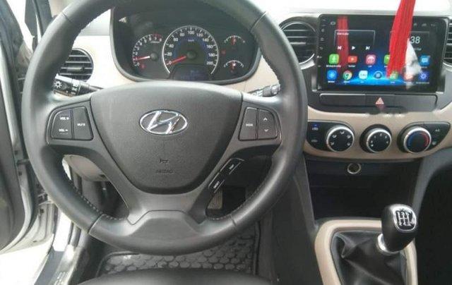 Cần bán Hyundai Grand i10 MT đời 2017, màu bạc, nhập khẩu, xe gia đình sử dụng từ mới4