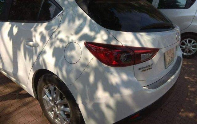 Cần bán gấp Mazda 3 HB đời 2016, màu trắng, đăng ký lần đầu 20164