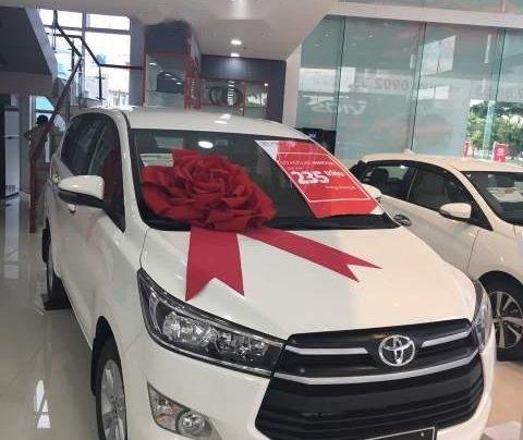 Bán ô tô Toyota Innova 2.0E MT 2019, màu trắng  0
