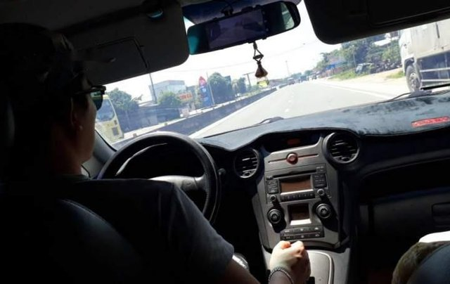 Cần bán lại xe Kia Carens 2.0 AT sản xuất 2010, màu xám, xe gia đình sử dụng2
