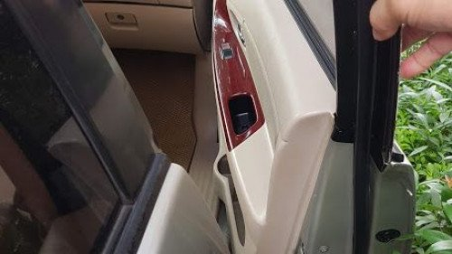 Bán xe Toyota Innova G 2006, màu bạc5