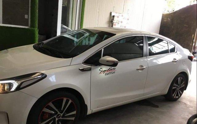 Cần bán gấp Kia Cerato năm 2017, màu trắng, xe mới nguyên không trầy xước0