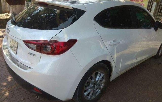 Cần bán gấp Mazda 3 HB đời 2016, màu trắng, đăng ký lần đầu 20162