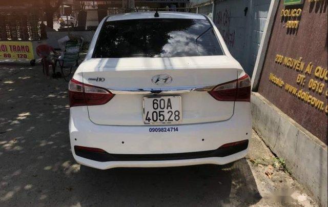 Cần bán lại xe Hyundai Grand i10 năm sản xuất 2017, màu trắng, nội thất ghế mình đã bọc da hết1