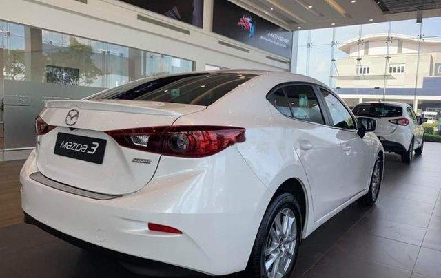 Bán Mazda 3 1.5L SD 2019, màu trắng, động cơ Skyactiv mạnh mẽ và tiết kiệm nhiên liệu1