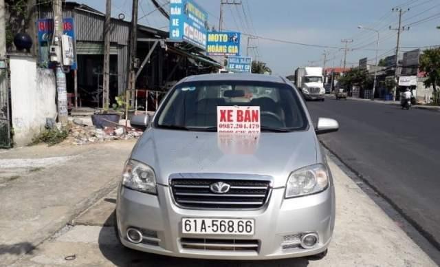 Cần bán xe Daewoo Gentra MT 2009, màu bạc, xe còn đẹp0
