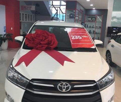 Bán ô tô Toyota Innova 2.0E MT 2019, màu trắng  1