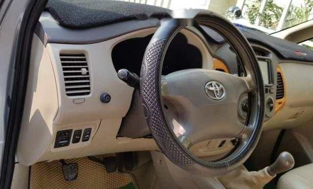 Bán xe Toyota Innova sản xuất 2010, màu bạc, xe gia đình, không cấn đụng ngập nước2